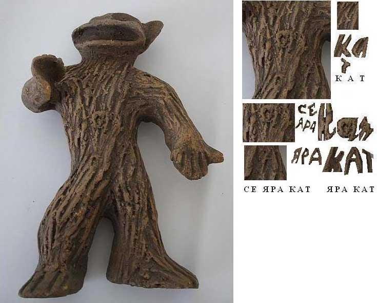 Фигурка динозавра с чешуёй, похожей на кору дерева